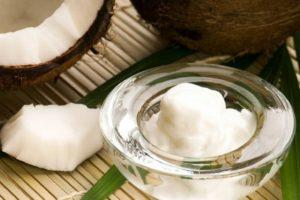массаж спины с маслом кокоса